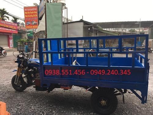xe ba bánh chở nước suối